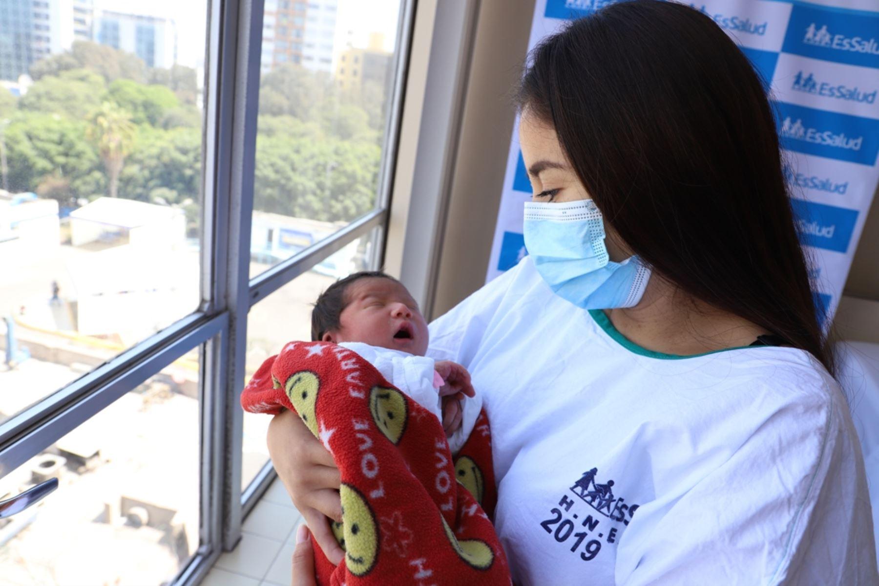 Día de la Madre: más de 5,000 bebés nacieron en el hospital Rebagliati durante la pandemia. Foto: ANDINA/Difusión.