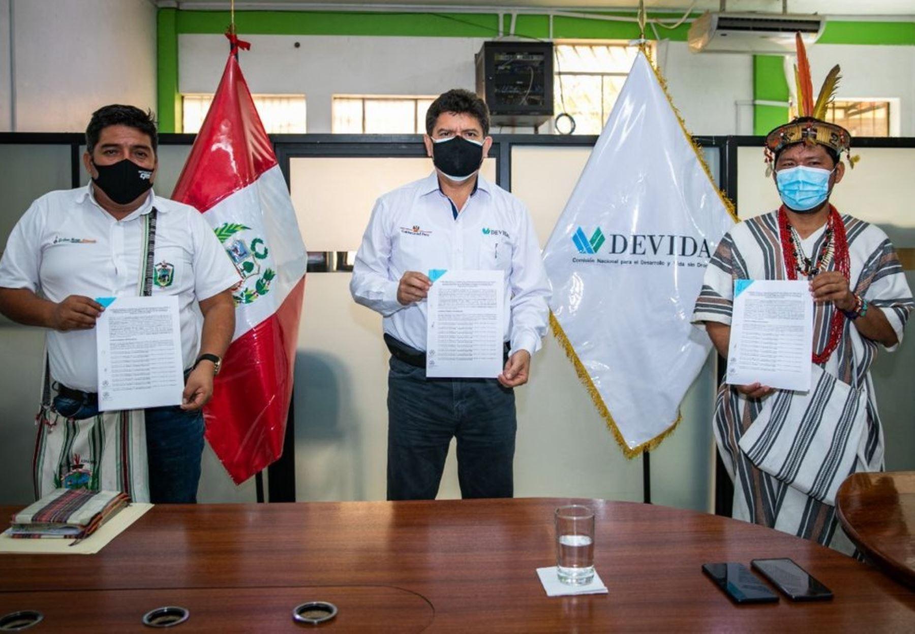 Devida, la Municipalidad de Río Tambo y organizaciones indígenas de ese distrito, ubicado en la provincia de Satipo, en Junín, firmaron una adenda para financiar proyectos para impulsar los cultivos de cacao y café. ANDINA/Difusió