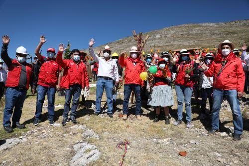 Ministros de Cultura y Trabajo participaron de la ceremonia simbólica de inicios de labores en el sitio arqueológico Hatun Malca