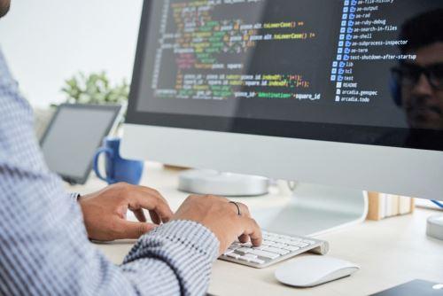 Se otorgarán becas para Bootcamps de Código que brinden programas intensivos y acelerados de programación, desarrollo web, etc