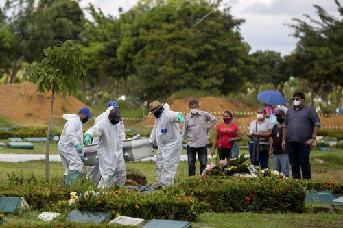 Coronavirus: Brasil registra menos de 900 muertes diarias por primera vez en dos meses