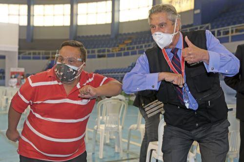 Presidente Sagasti supervisa vacunación de personas con síndrome de Down