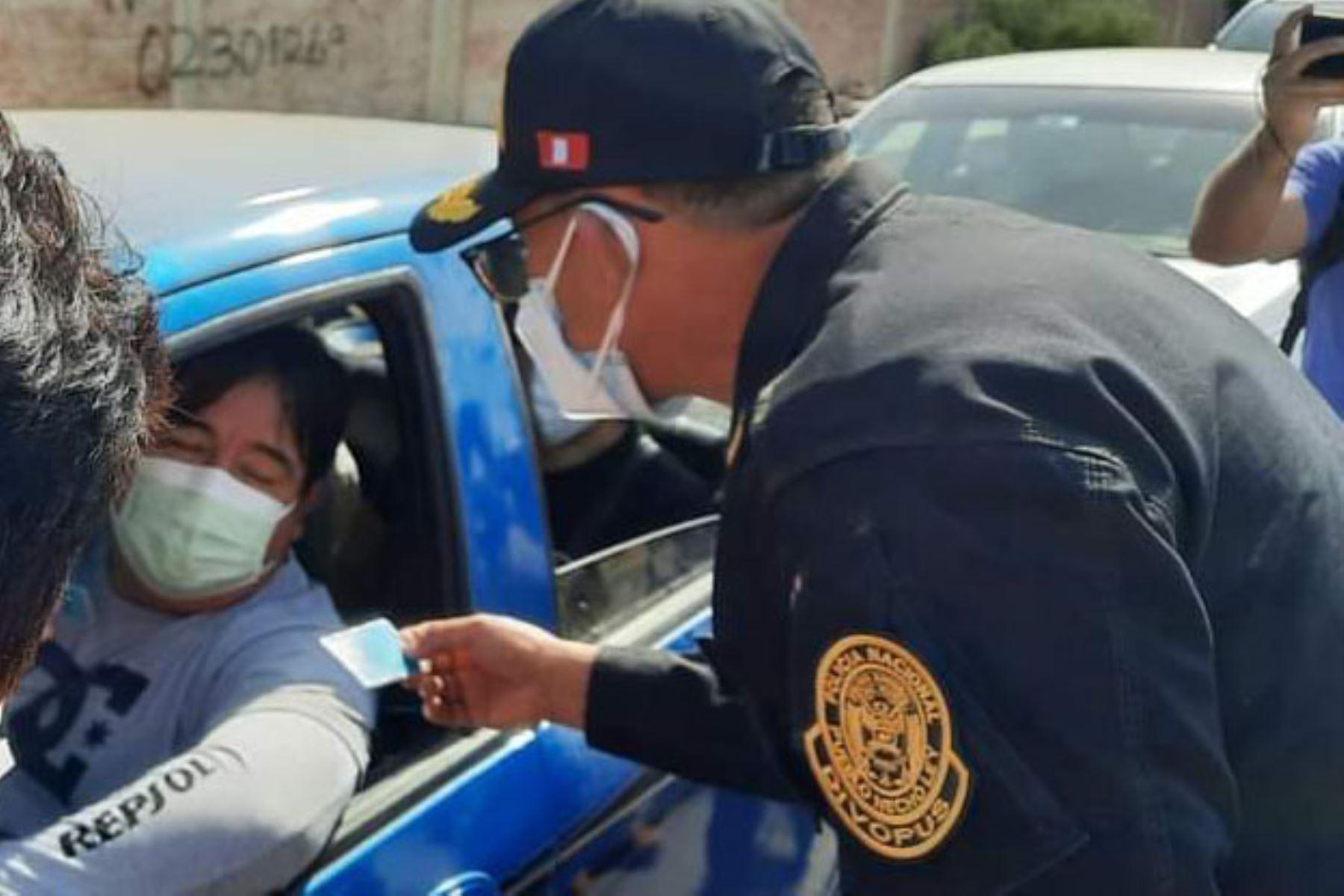 Efectivos policiales participaron en operativo en puntos de vacunación contra la covid-19 en Lambayeque. Foto: ANDINA/Difusión