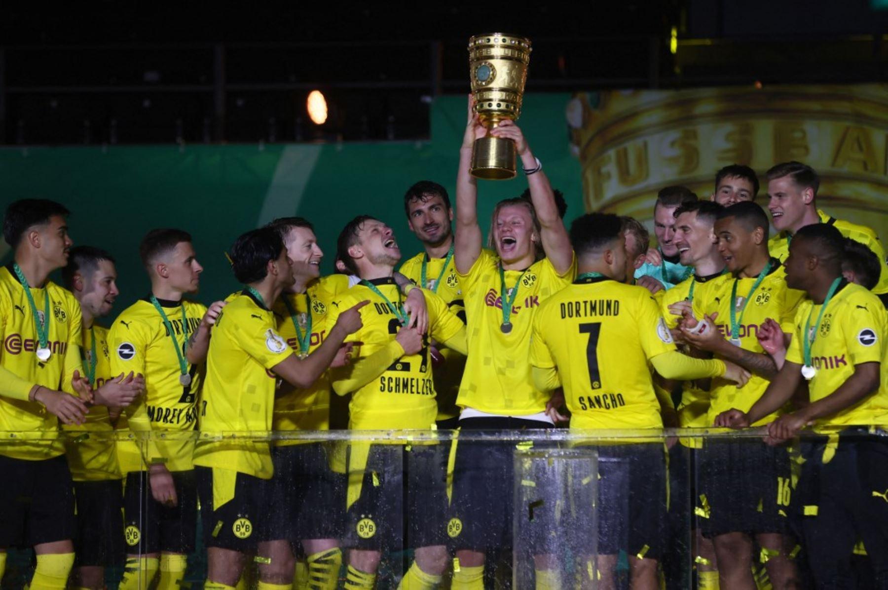 Borussia Dortmund se alza con la Copa Alemana