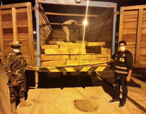 Policía Nacional intensifica este año sus operativos contra la minería y tala ilegal, y contra otros delitos ambientales.