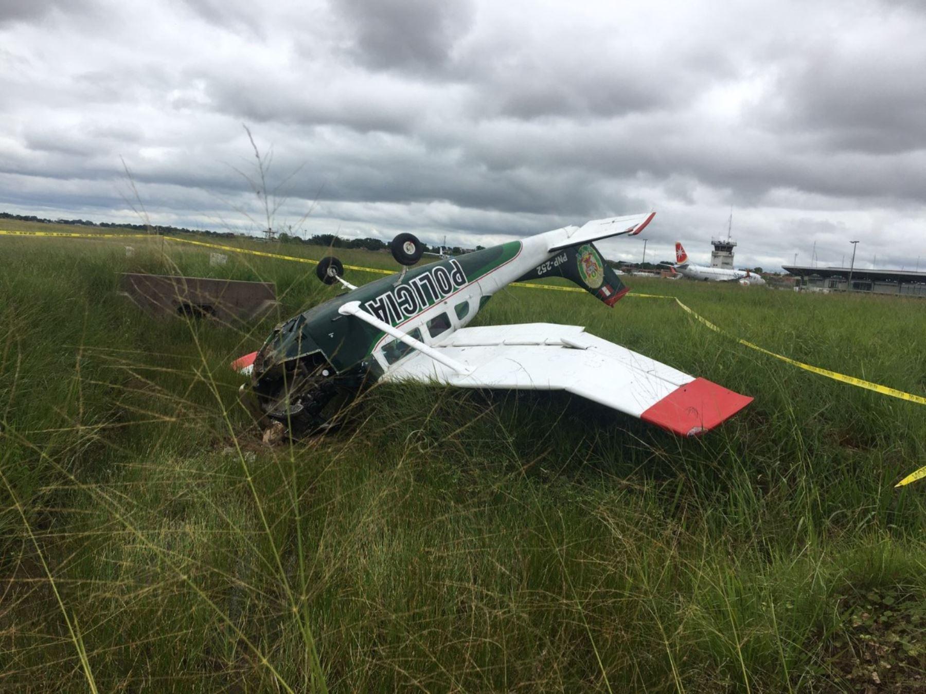 Avioneta de la Policía Nacional sufre percance y cae al momento de aterrizar en el aeropuerto de Pucallpa. Tripulantes salvan la vida. Foto: cortesía.