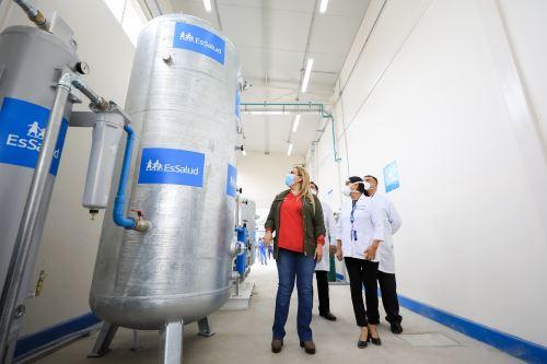 Essalud entrega camas UCI, tomógrafo y una planta generadora de oxigeno en Hospital Negreiros