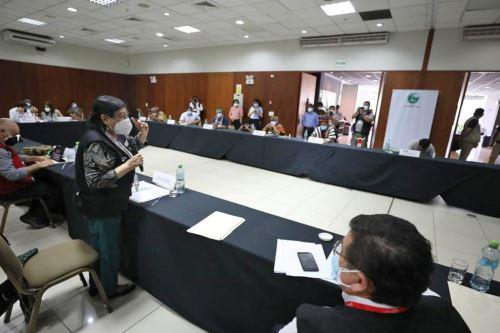 Ministros de Estado se reúnen con defensores de Derechos Humanos de las comunidades indígenas en Ucayali