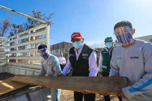 El ministro de Desarrollo Agrario y Riego, Federico Tenorio Calderón, participó en la transferencia de madera de cedro realizada por el Servicio Nacional Forestal y de Fauna Silvestre (Serfor) al centro juvenil Alfonso Ugarte, en la ciudad de Arequipa.
