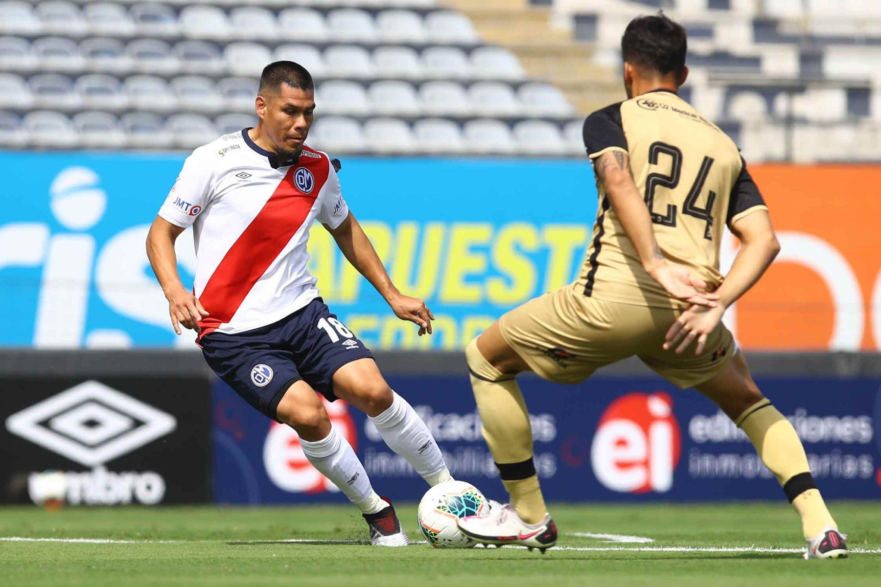 H.Rengifo de D. Municipal  disputa  el balón ante el jugador de  F.C Cusco durante partido por la fecha 8 de la Liga 1, en el estadio Alejandro Villanueva. Foto: Liga 1