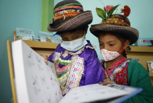 El Ministerio de Cultura, a través de la Dirección del Libro y la Lectura, inició la distribución de material bibliográfico y mobiliario a lo largo del territorio nacional para implementar o renovar 435 espacios de la Red Nacional de Espacios de Lectura Perú Lee.