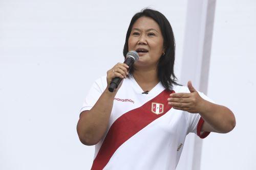Candidata de Fuerza Popular, Keiko Fujimori, brinda mitin en los exteriores del penal de mujeres de Chorrillos