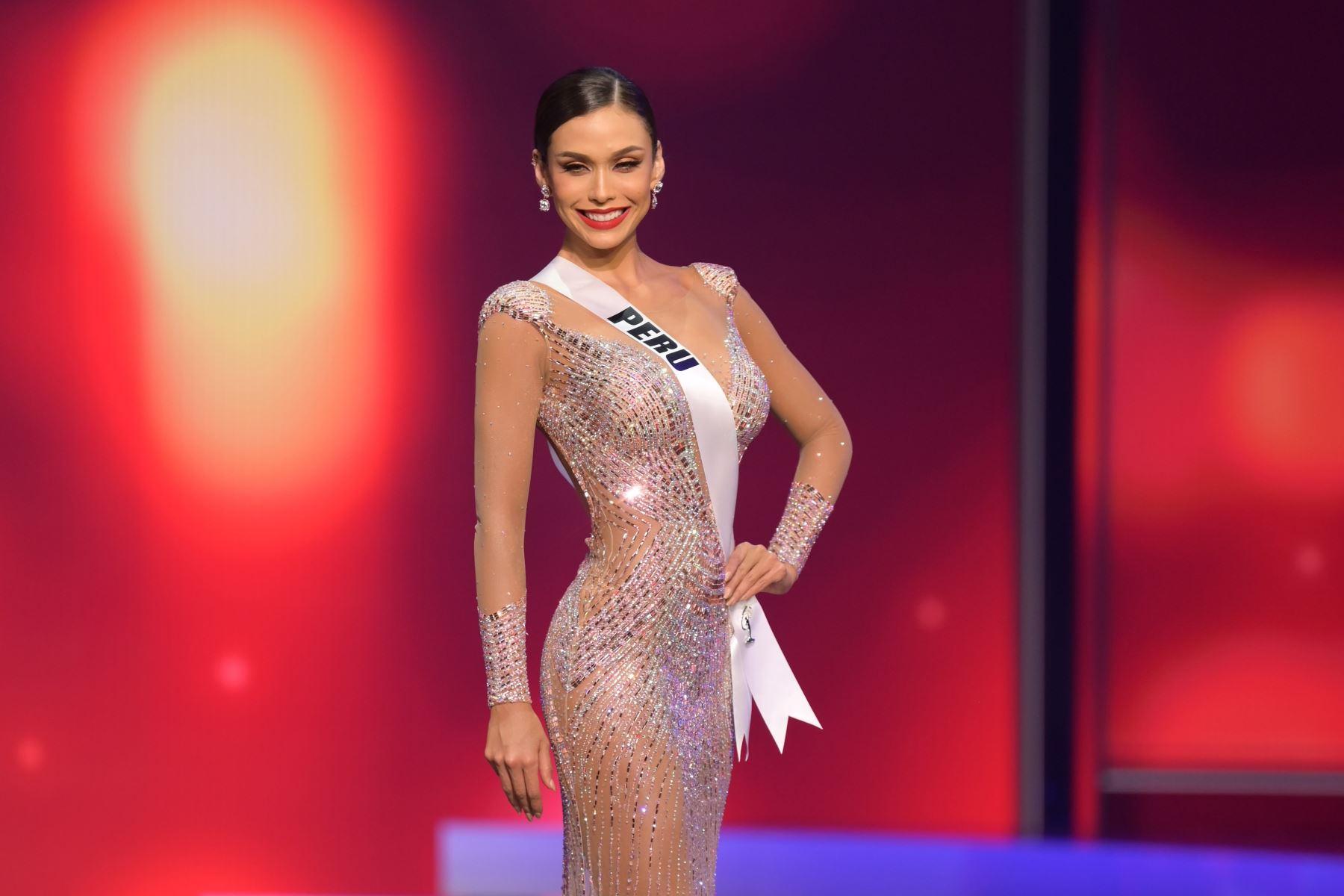 Miss Universo Perú Janick Maceta Del Castillo aparece en el escenario de Miss Universe 2021 - National Costume Show en Seminole Hard Rock Hotel & Casino en Hollywood, Florida. Foto: AFP