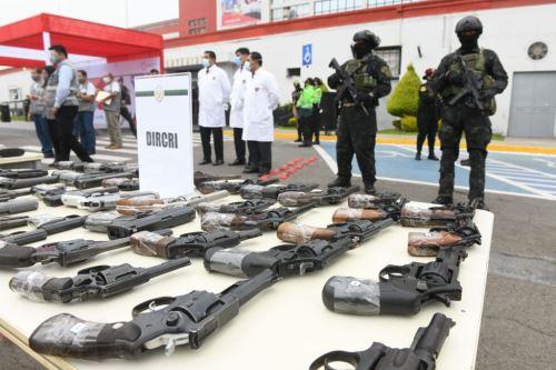 Mininter presenta más de 1400 armas incautadas en operativos de la PNP durante este año