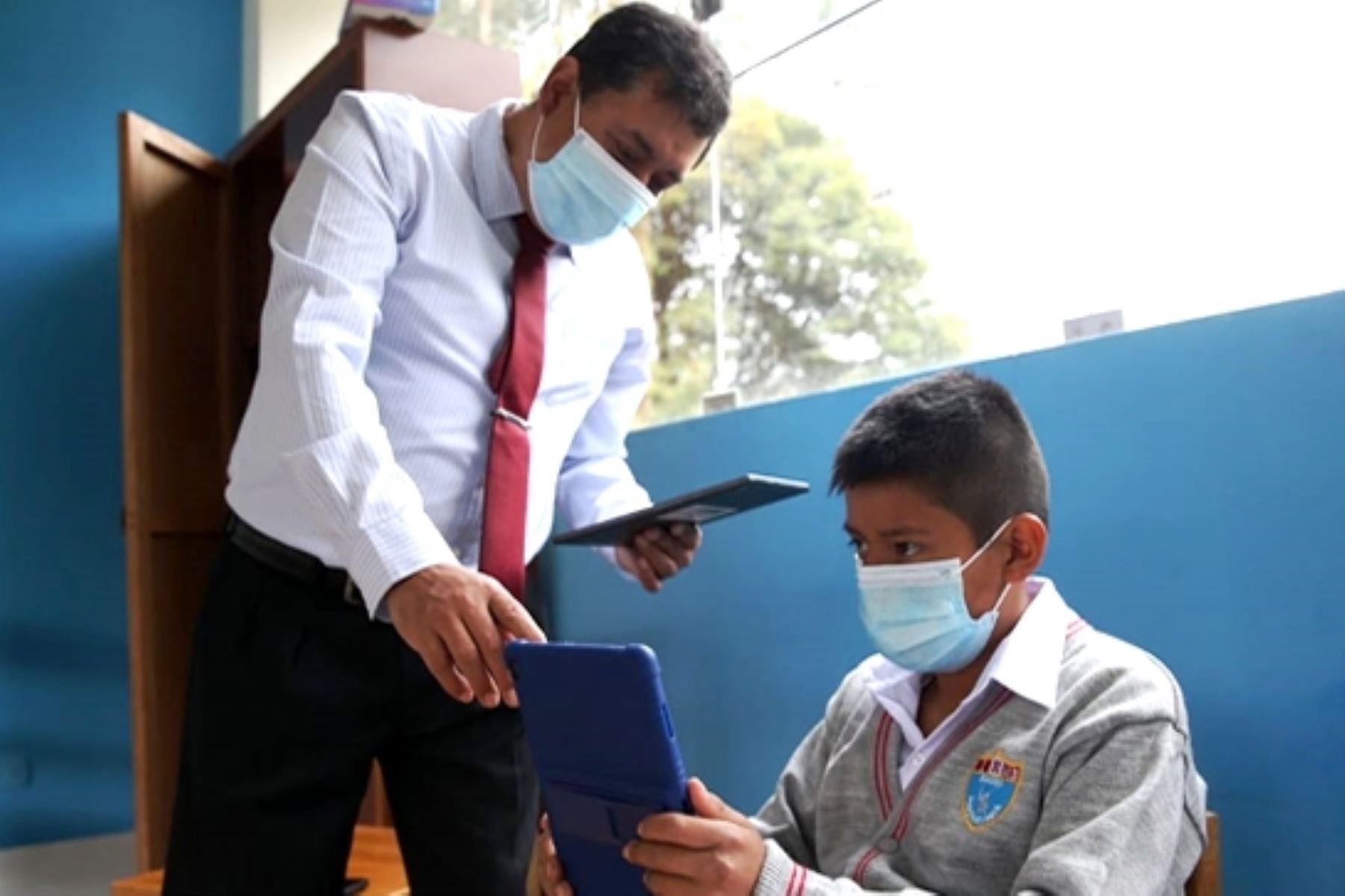Minedu capacitará a más de 50,000 maestros en el uso de tablets. Foto: ANDINA/Difusión.