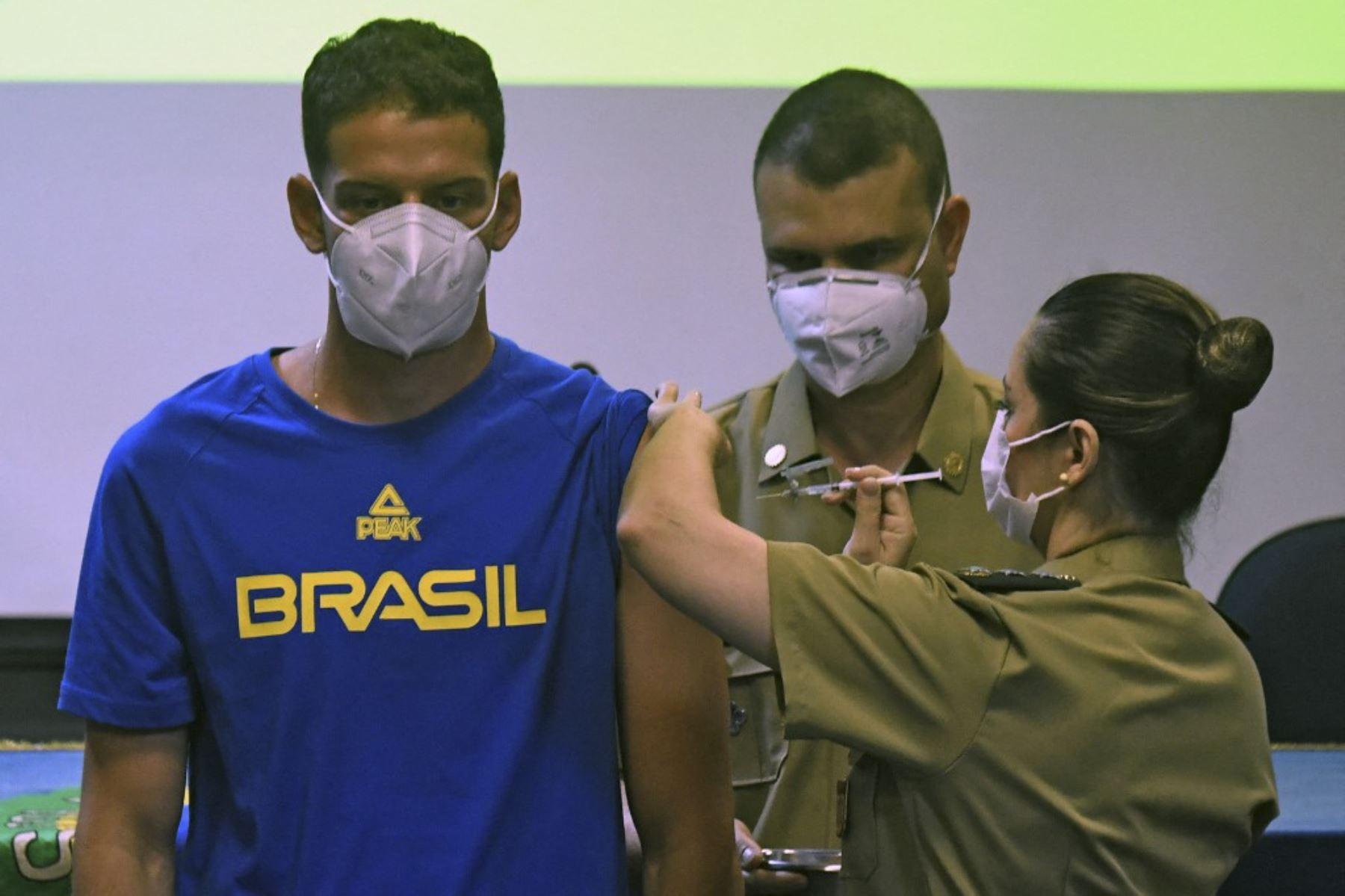 El atleta brasileño de arco y flecha Marcus Vinicius D