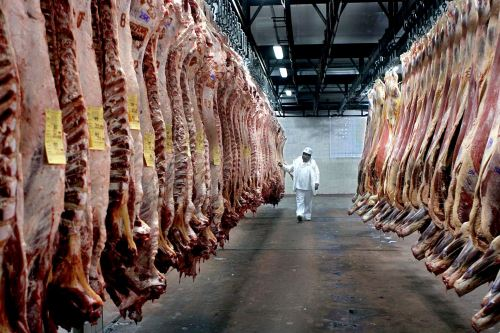 Argentina, cuarto exportador mundial de carne bovina con 819,000 toneladas en 2020, anunció el lunes la suspensión que aplicará por 30 días. Foto: Internet