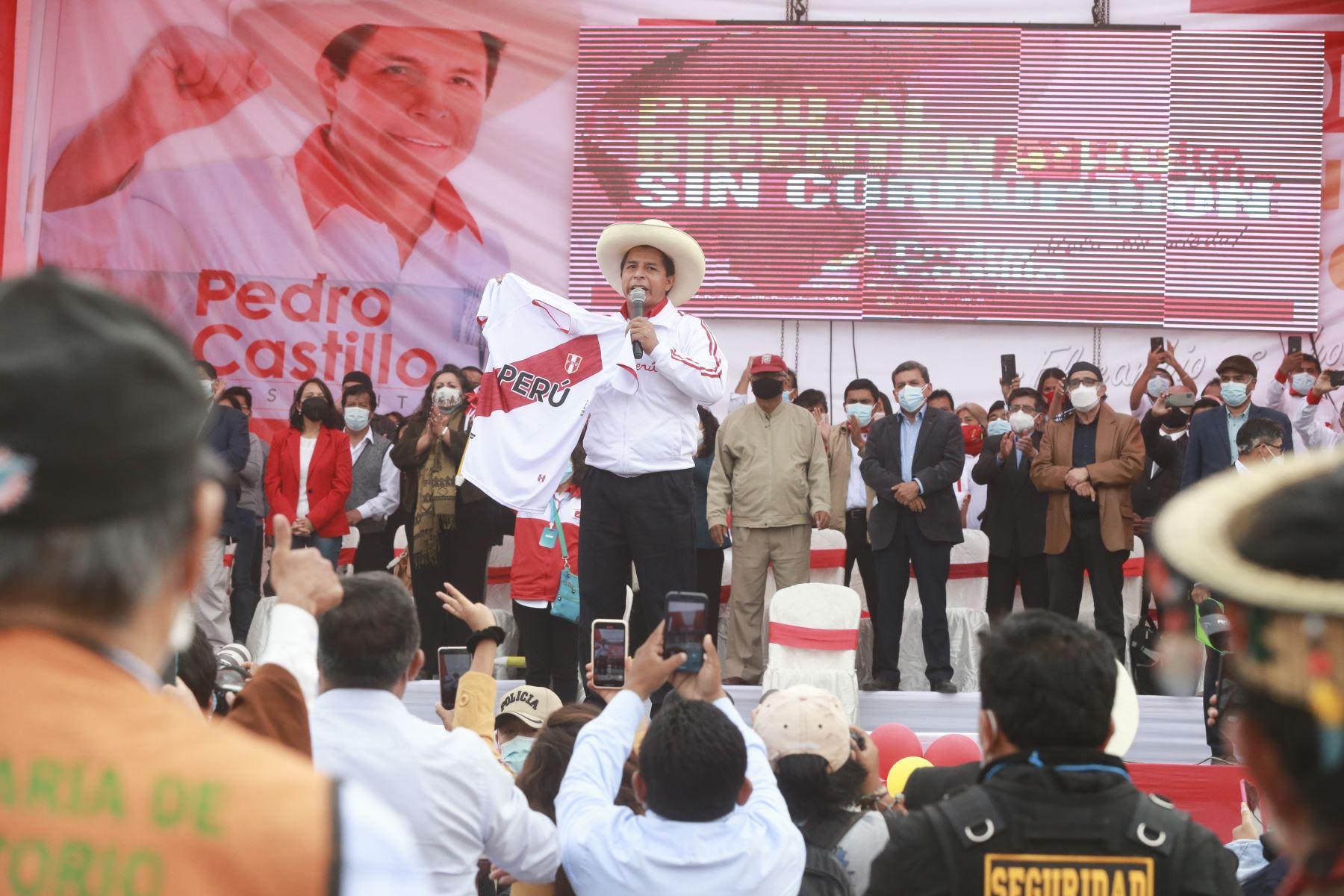Pedro Castillo, candidato a la presidencia por Perú Libre, presenta equipo técnico en Puente Piedra. Foto: ANDINA/Jhony Laurente