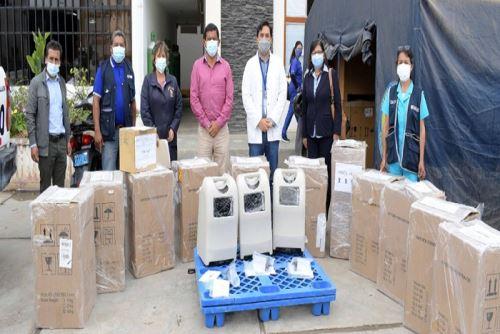 Estos concentradores de oxígeno forman parte de una donación de empresas privadas como Cerro Verde y una inmobiliaria, cuya gestión estuvo a cargo del municipio de Reque.
