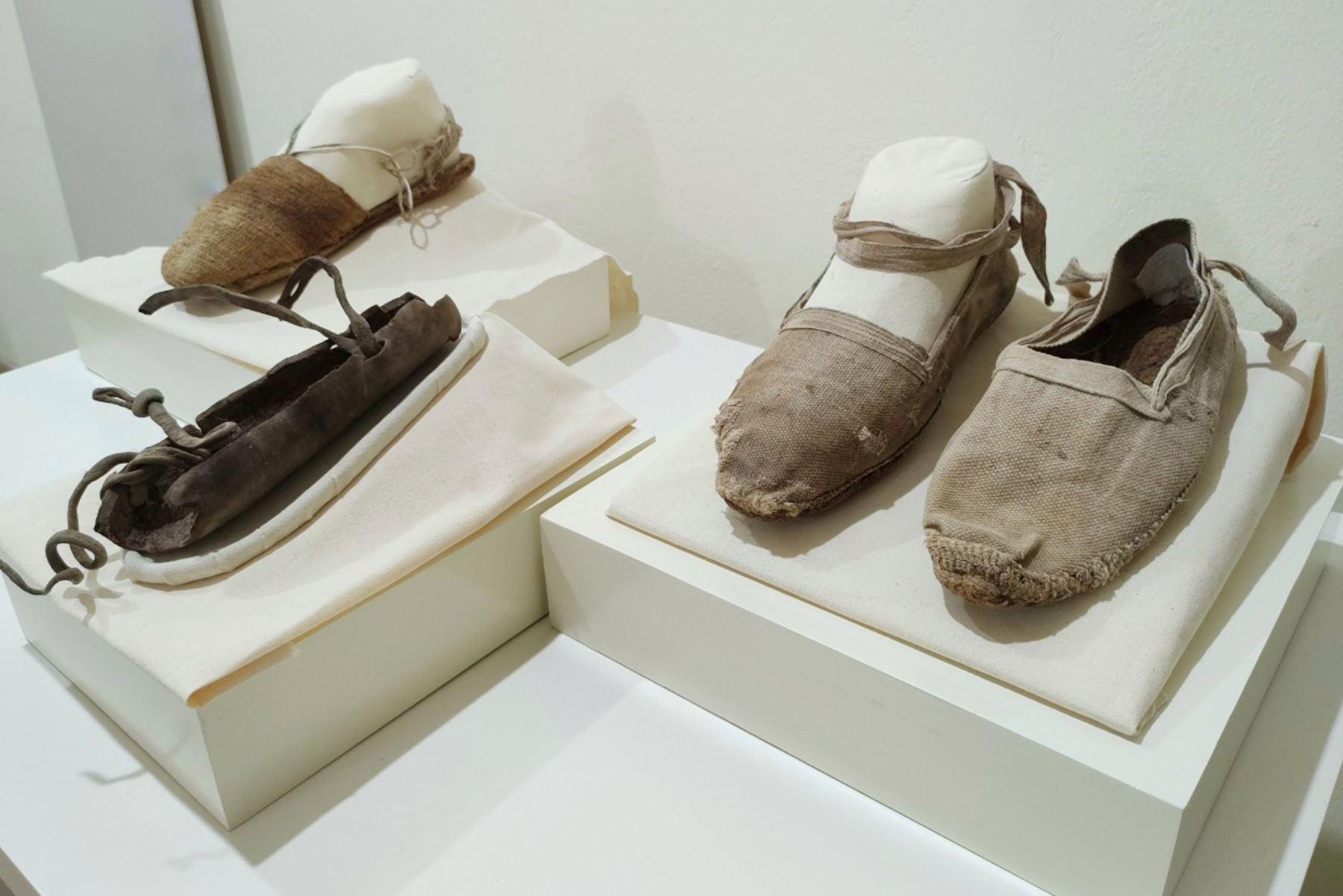 En la época prehispánica, muchas culturas emplearon caña brava e ichu para la elaboración del calzado, así como cuero de camélidos y venados en zonas de altura y agrestes. ANDINA/ Municipalidad de Lima