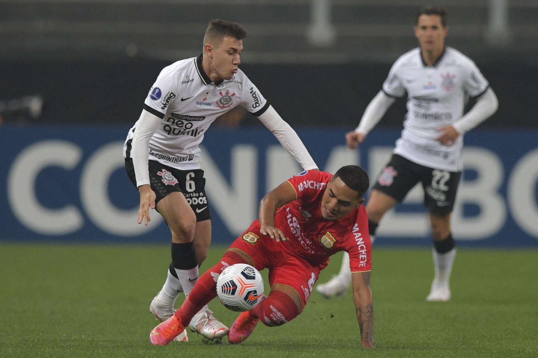 A falta de un partido, Corinthians sigue en la tercera posición, con siete puntos, mientras que Sport Huancayo es último, sin unidades. Foto: AFP