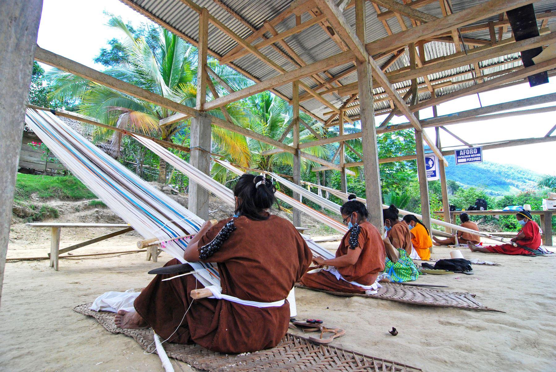 Artesanas de la comunidad indígena San Pascual, en la selva de la región Junín, son capacitadas desde enero pasado. Foto: ANDINA/Difusión