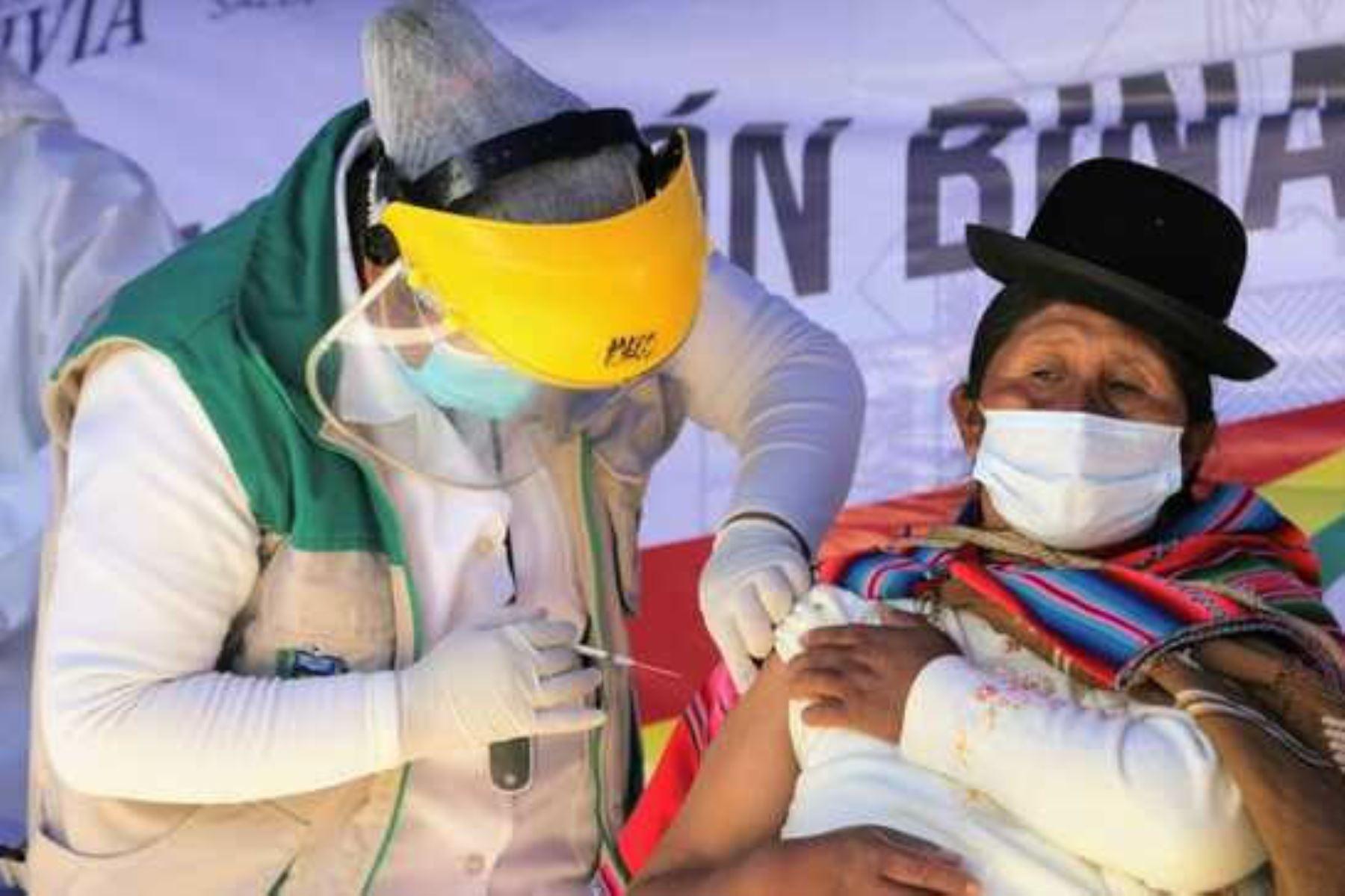 """Científicos bolivianos detectan en La Paz la variante \""""andina\"""" de covid-19"""