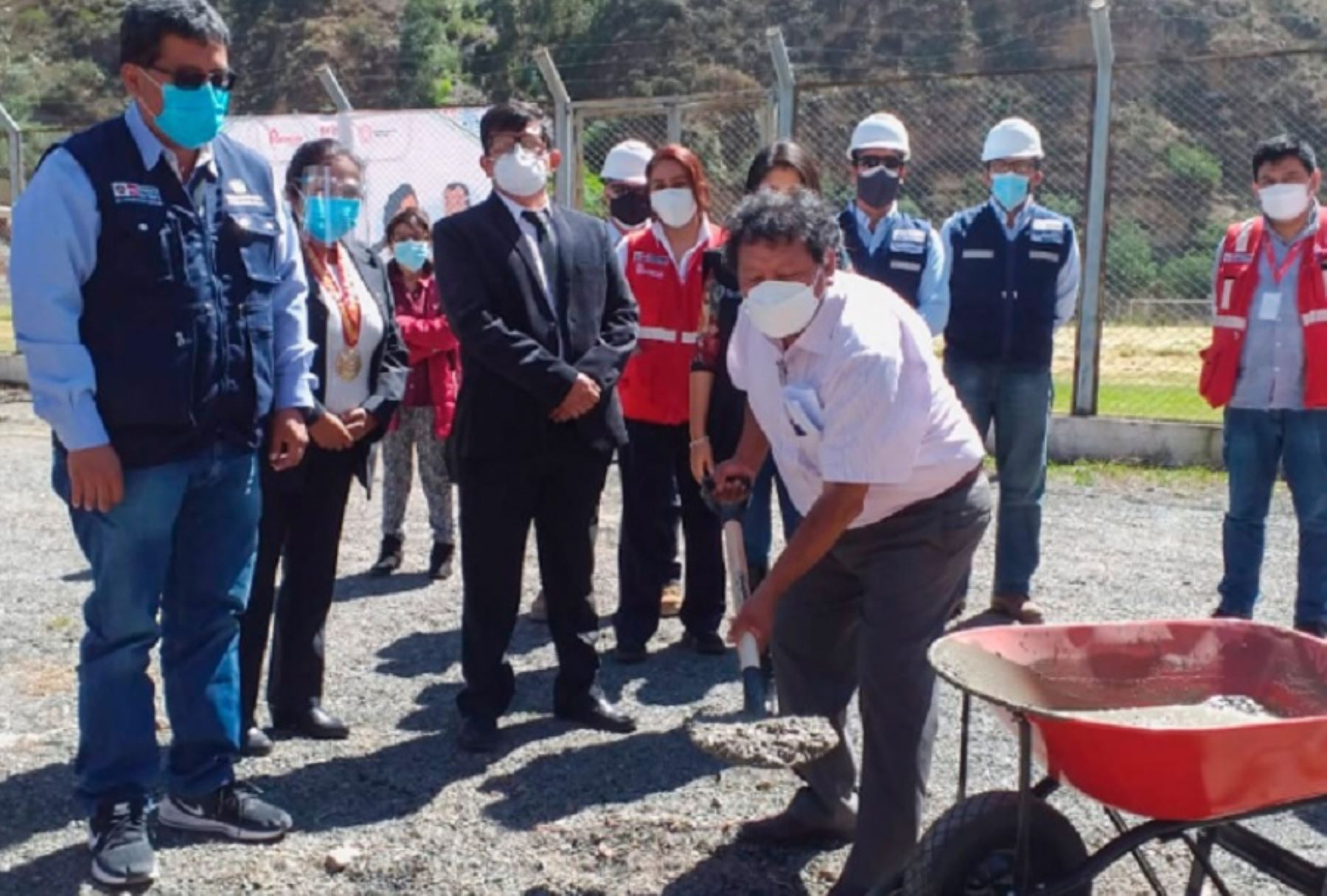 Colocación de la primera piedra para iniciar la construcción del hospital San Juan de Matucana, en la provincia de Huarochirí.