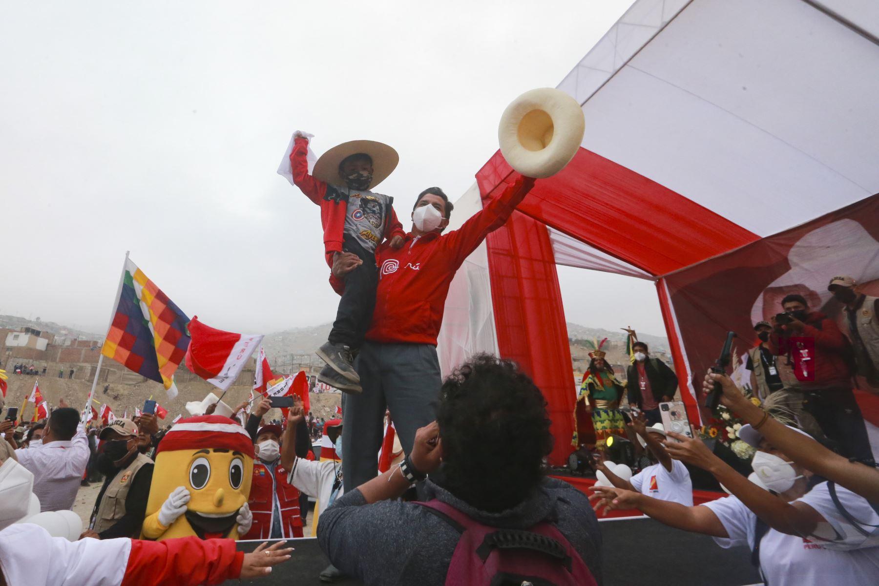 Candidato a la presidencia Pedro Castillo realiza mitin en Manchay, Lima.  Foto: ANDINA/Jhony Laurente