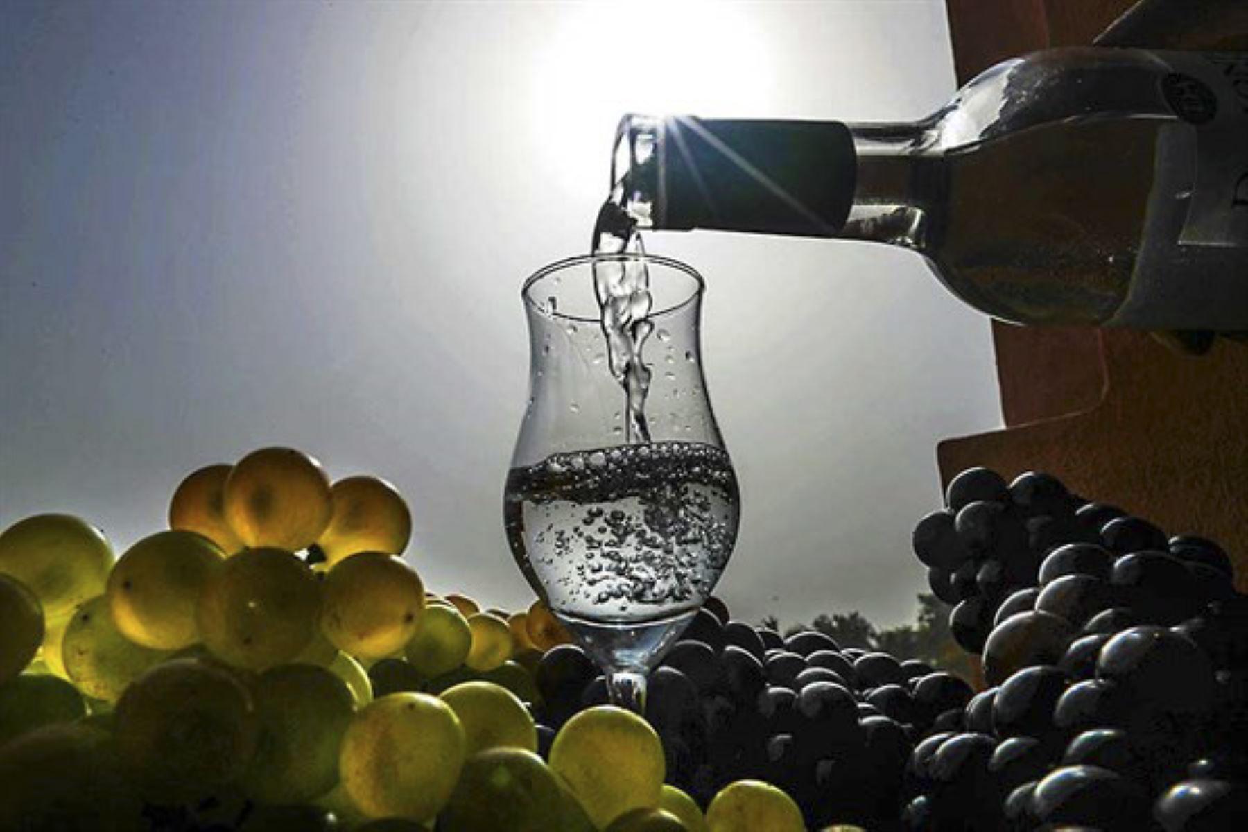 La iniciativa de Concytec se focaliza en la elaboración y comercialización de destilados de alta gama como el pisco. ANDINA