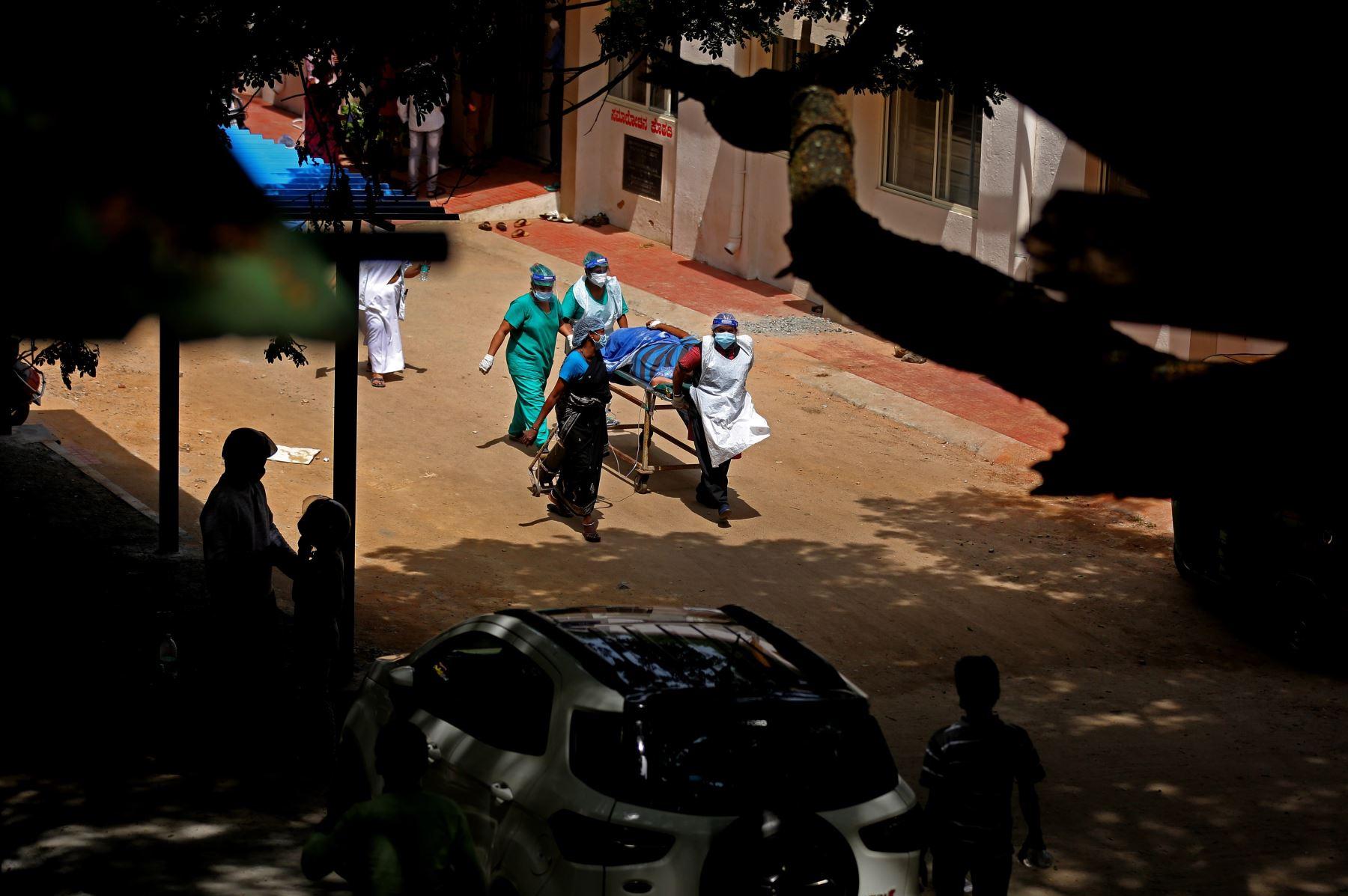 """""""Es una complicación de personas con covid grave"""", de personas que """"en general están mucho tiempo en los cuidados intensivos"""", explicó. Foto: AFP"""