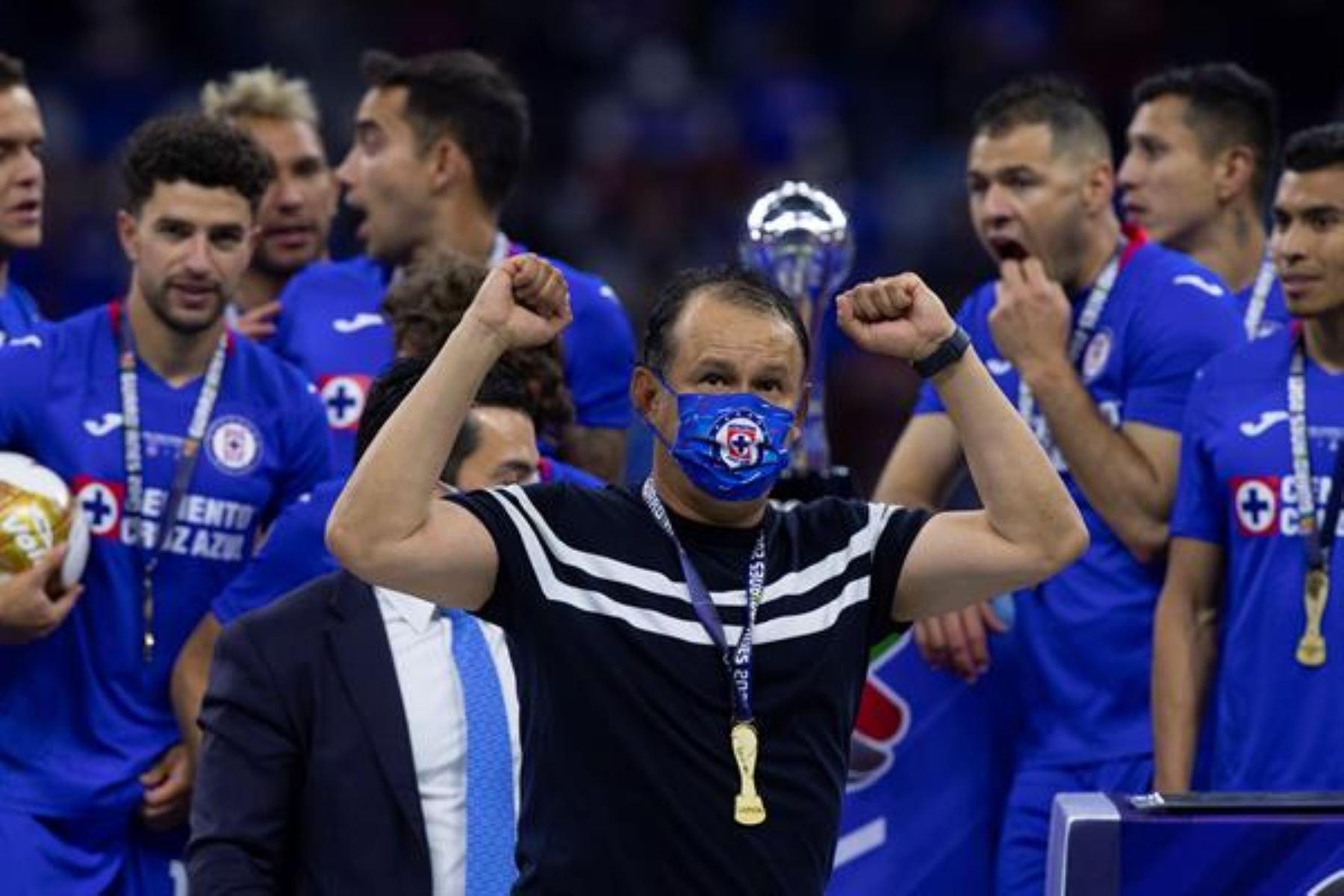 Juan Reynoso afirma que Cruz Azul va por el trofeo de campeones