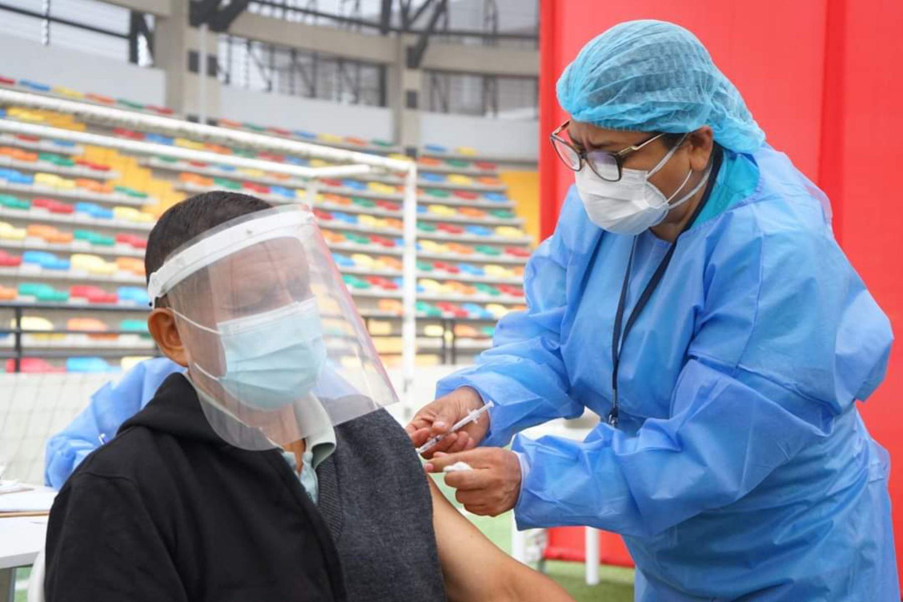 La información proporcionada por la Sala Situacional Vacunación Covid-19 consigna la información acumulada hasta las 18:05 horas de hoy 16 de junio. ANDINA/ Minsa