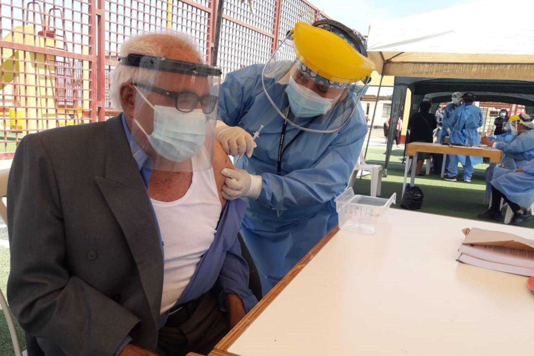 La aplicación de la segunda dosis de la vacuna contra la covid-19 quedó en suspenso en La Libertad por la segunda vuelta presidencial del domingo 6 de junio. ANDINA/Difusión