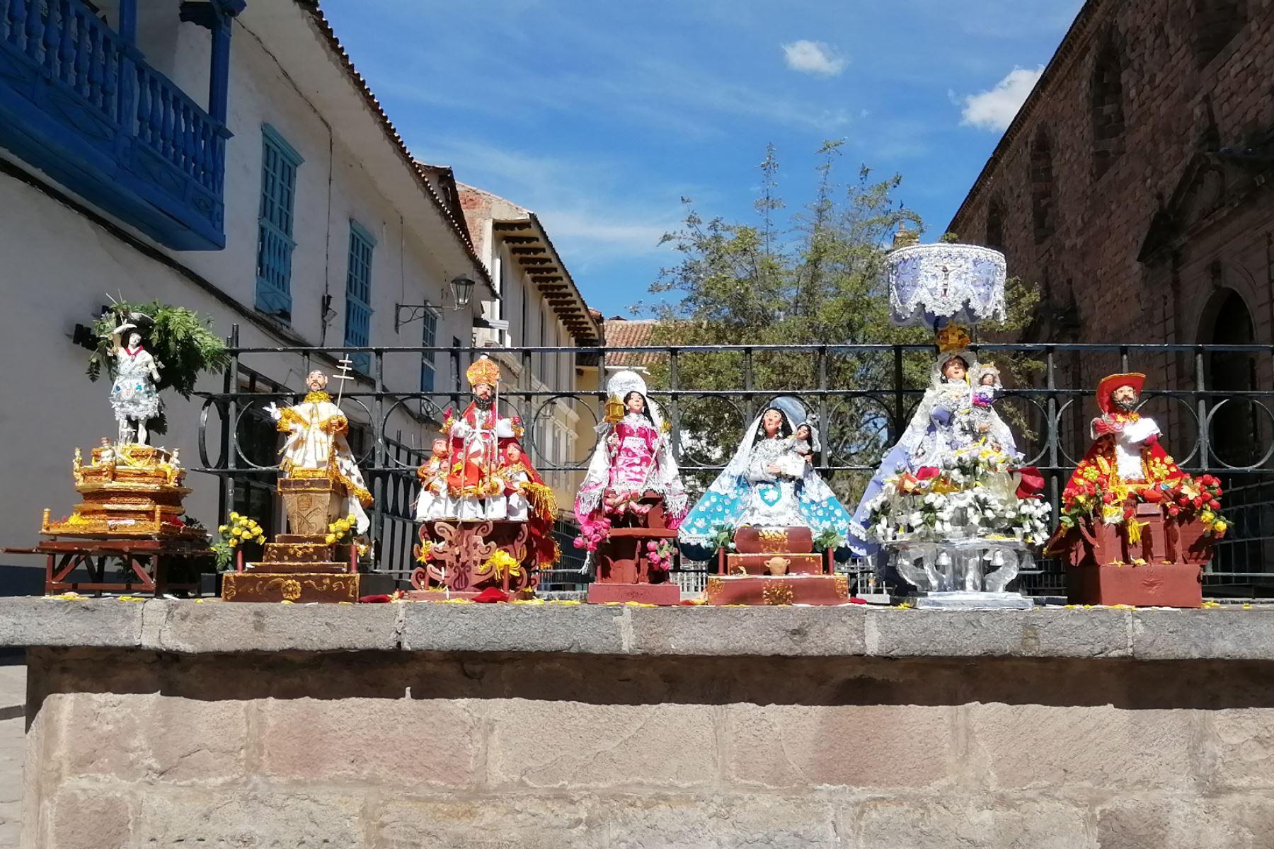 Imágenes de santos y vírgenes en miniatura protagonizaron entrada simbólica del Corpus Christi en el Cusco. Foto: ANDINA/Percy Hurtado Santillán