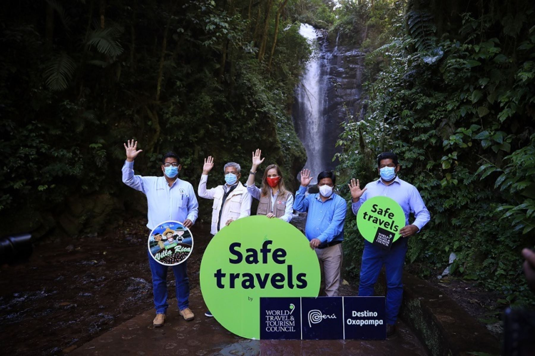 Entrega de sello Safe Travel en catarata Río Tigre en Oxapampa. Foto: Cortesía.