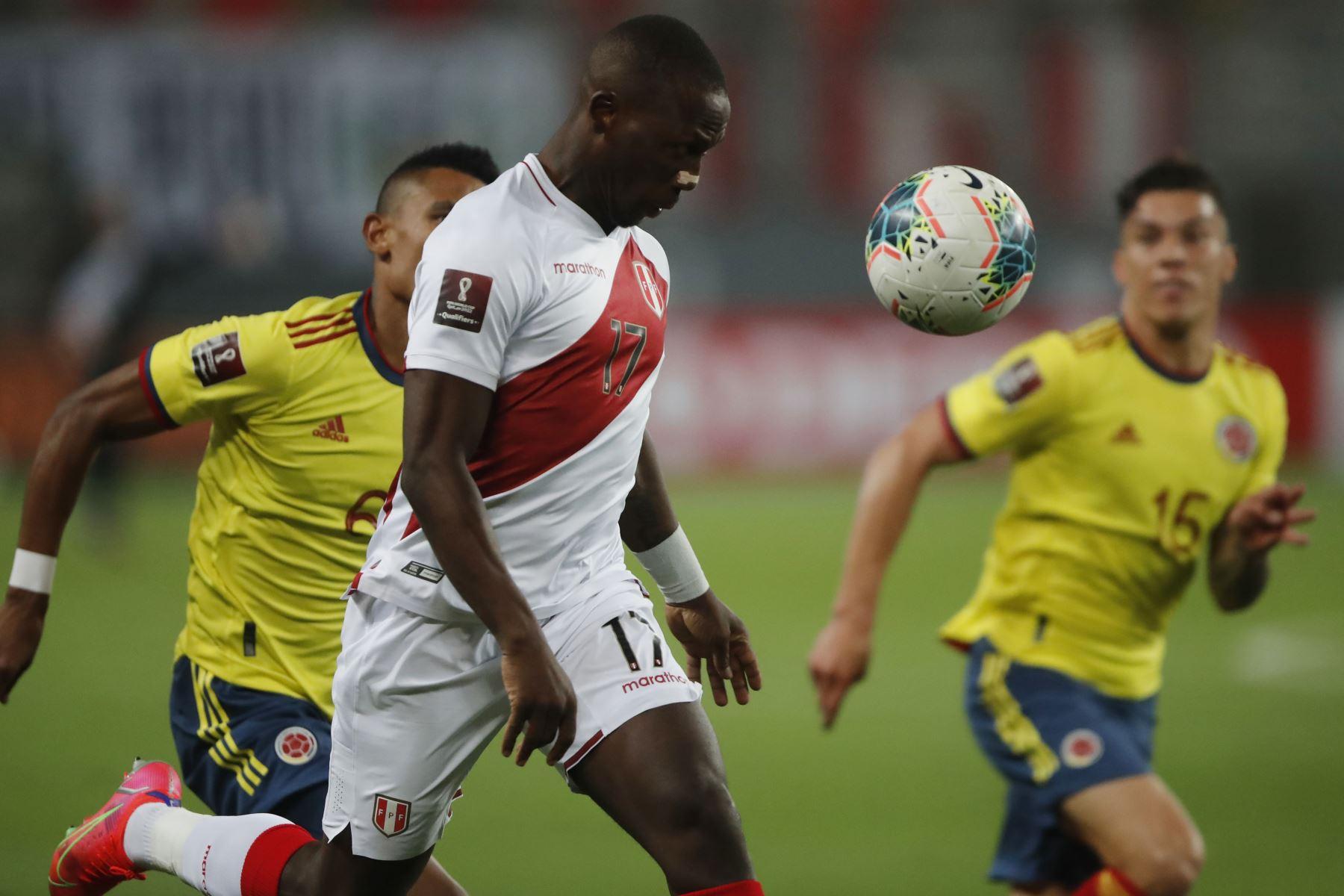 Luis Advíncula, jugador de Boca Juniors.Foto: Pool/FPF