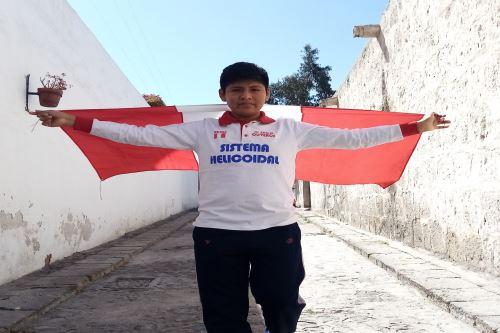 Rolly Mamani, estudiante arequipeño obtiene la primera medalla de oro en la CIIC 2021. Foto: Difusión