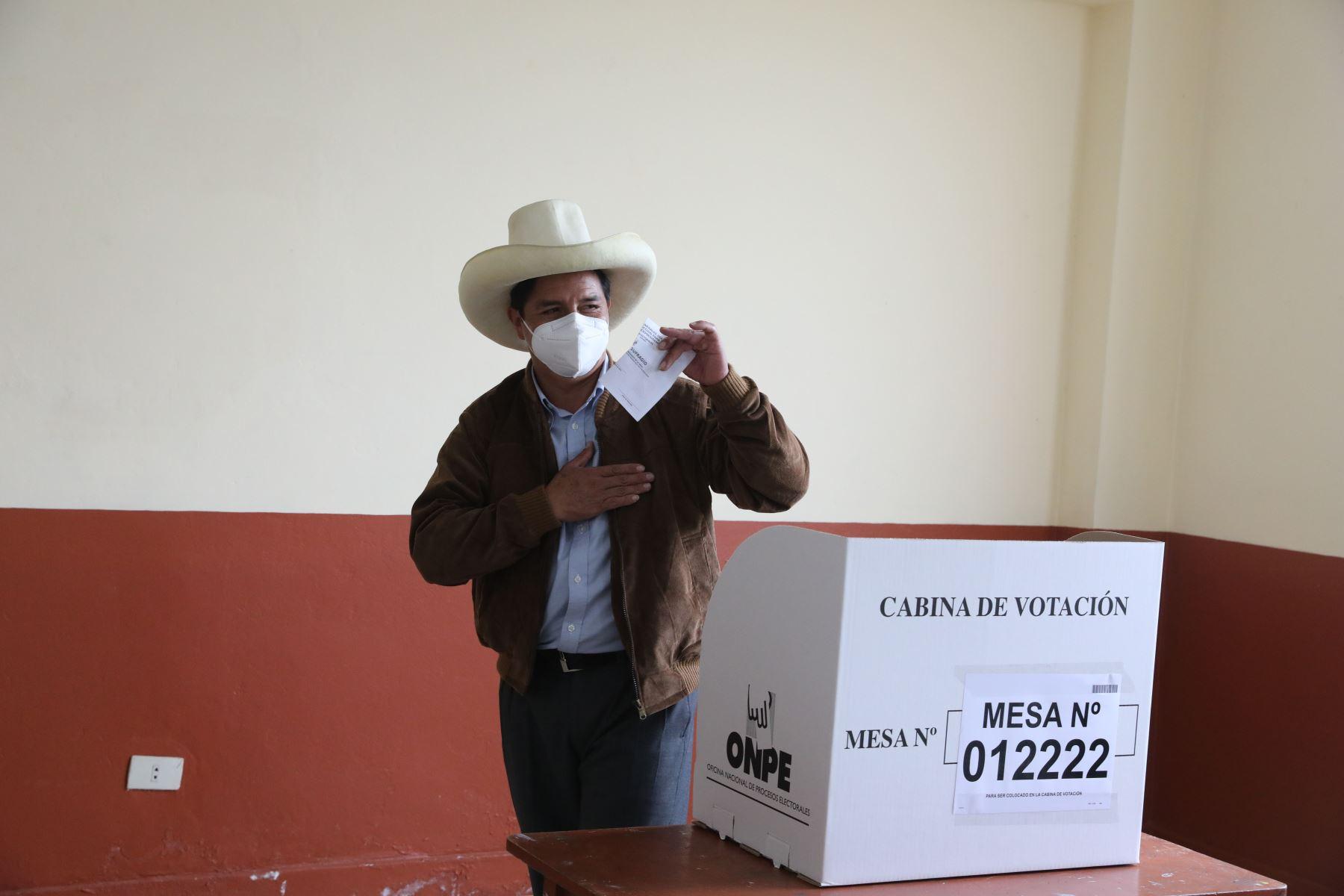 CAJAMARCA (PERÚ), 06/06/2021.-El candidato presidencial de Perú Libre,  Pedro Castillo, emite su voto en la I.E Salomón Díaz de Tacabamba en Cajamarca, durante la jornada de la segunda vuelta electoral.  Foto: ANDINA/Andres Valle