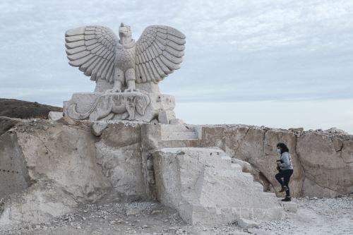 Figura de un ave fabulosa tallada en la Ruta del Sillar. ANDINA/Jhonel Rodríguez Robles