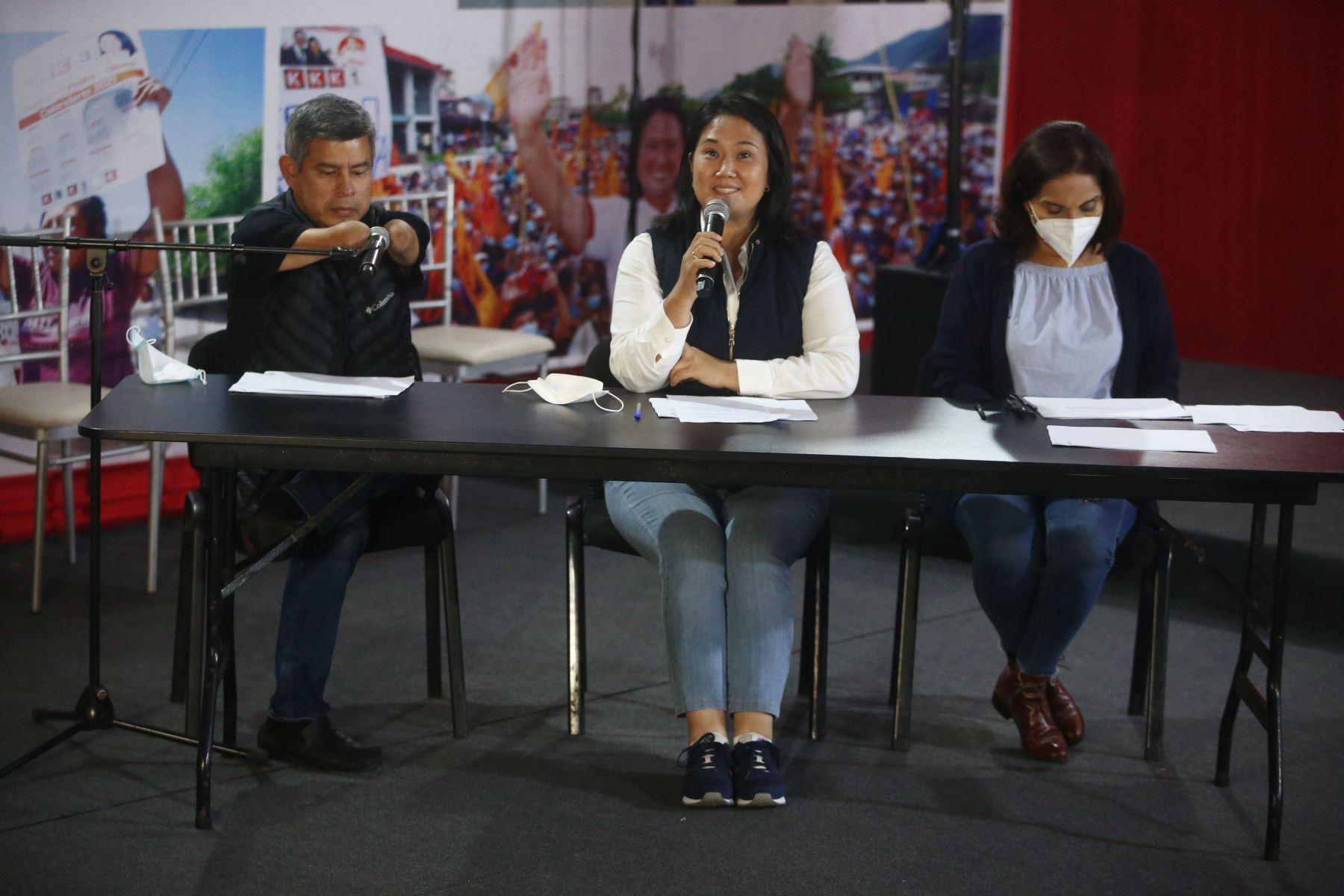 Conferencia de prensa de la candidata de Fuerza Popular, Keiko Fujimori sobre los últimos resultados ONPE denunciando irregularidades de la jornada electoral. Foto: ANDINA/Vidal Tarqui