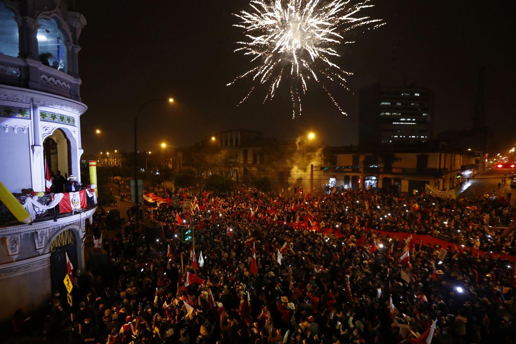 Pronunciamiento  del candidato  Pedro Castillo en el local del  partido  Perú Libre en Lima.  Foto: ANDINA/Renato Pajuelo