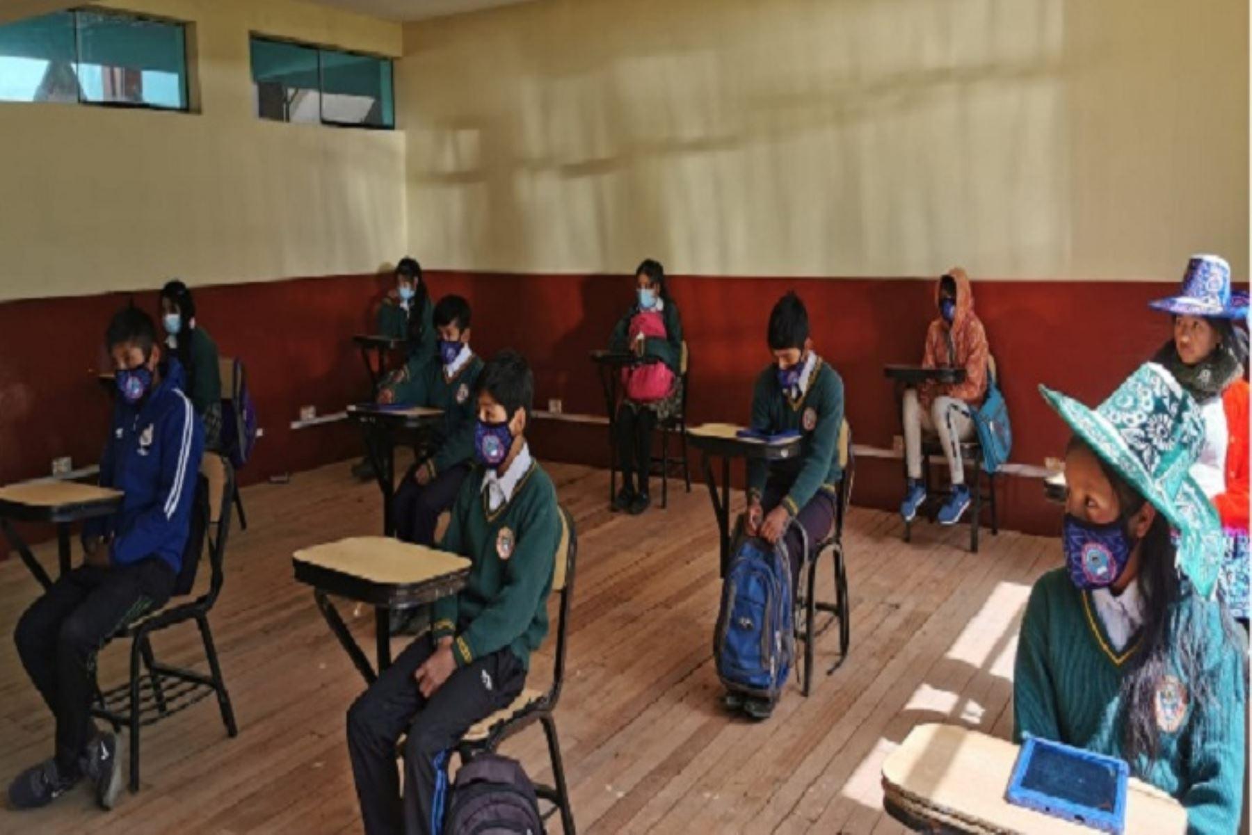 Los alumnos acudirán a sus aulas tres veces por semana de manera alternada, para lo cual se tuvo autorización de los padres de familia.
