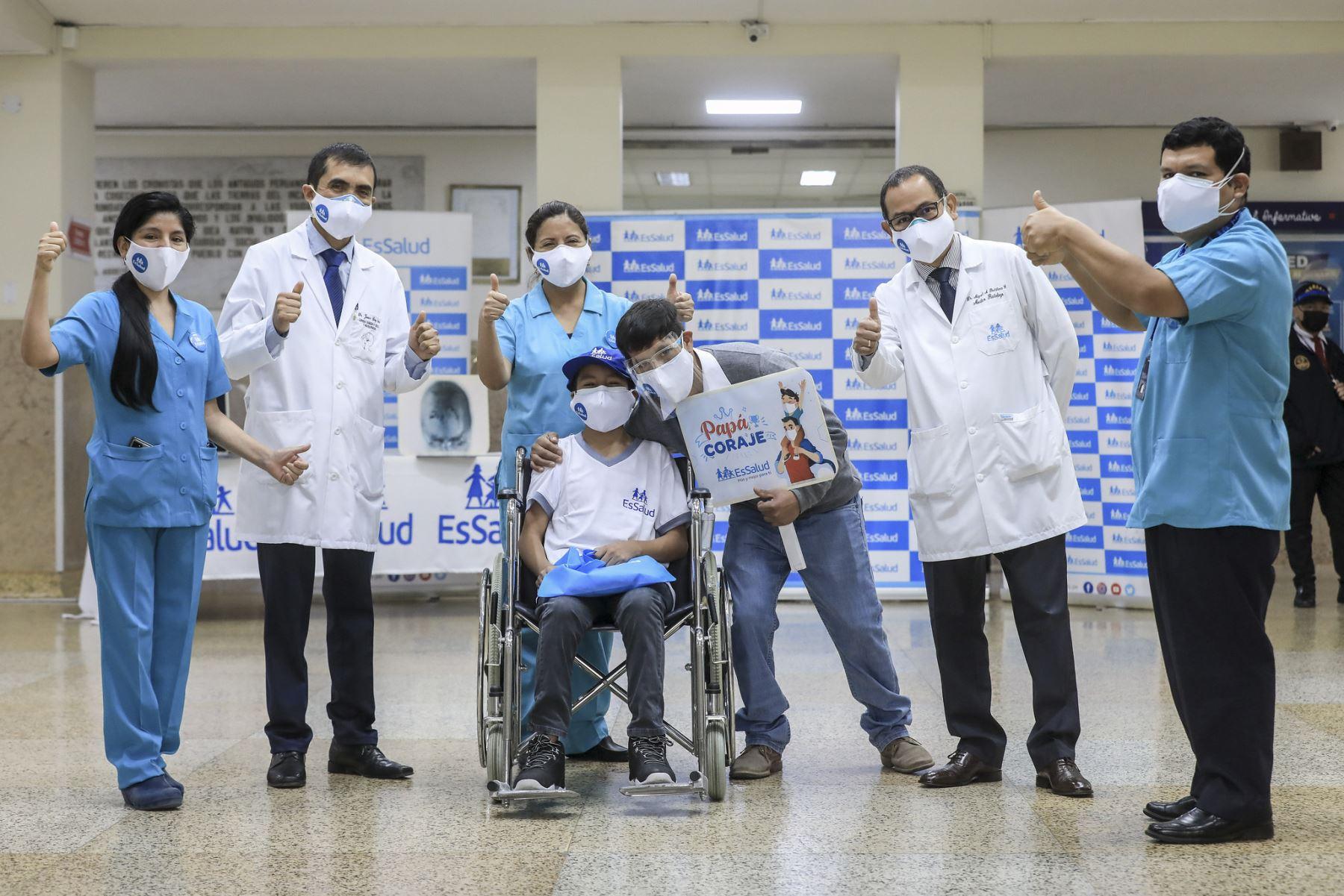 Hospital Almenara de EsSalud salva adolescente tras extirpar malformación vascular. Foto: EsSalud
