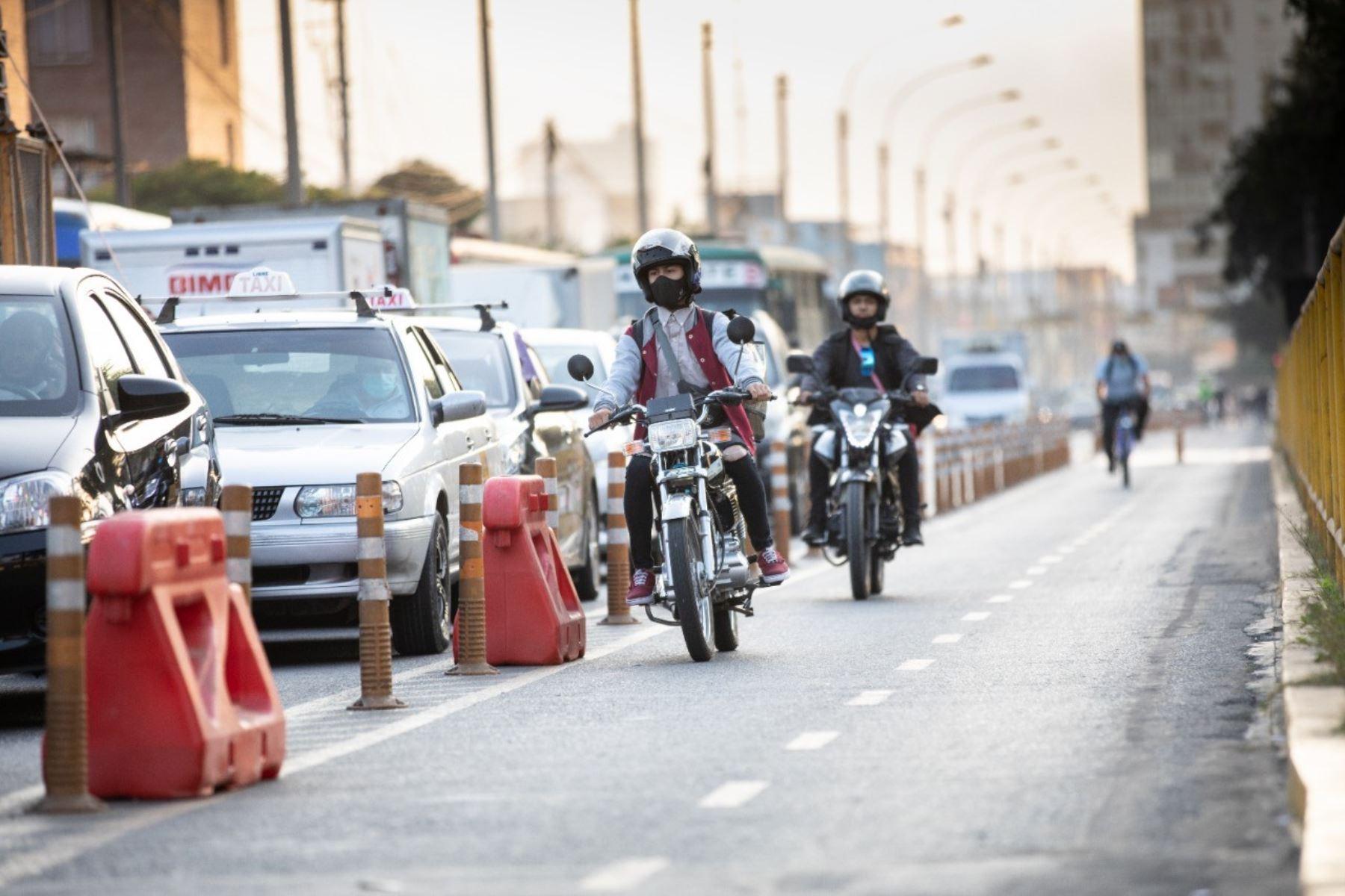 Lima: 2,000 conductores fueron multados por invadir y obstruir ciclovías. Foto: ANDINA/difusión.