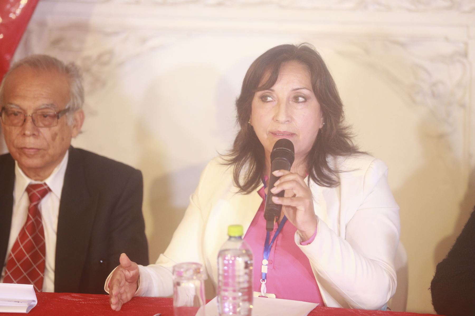 Dina Boluarte de Perú Libre brinda conferencia de prensa. Foto: ANDINA/Jhony Laurente