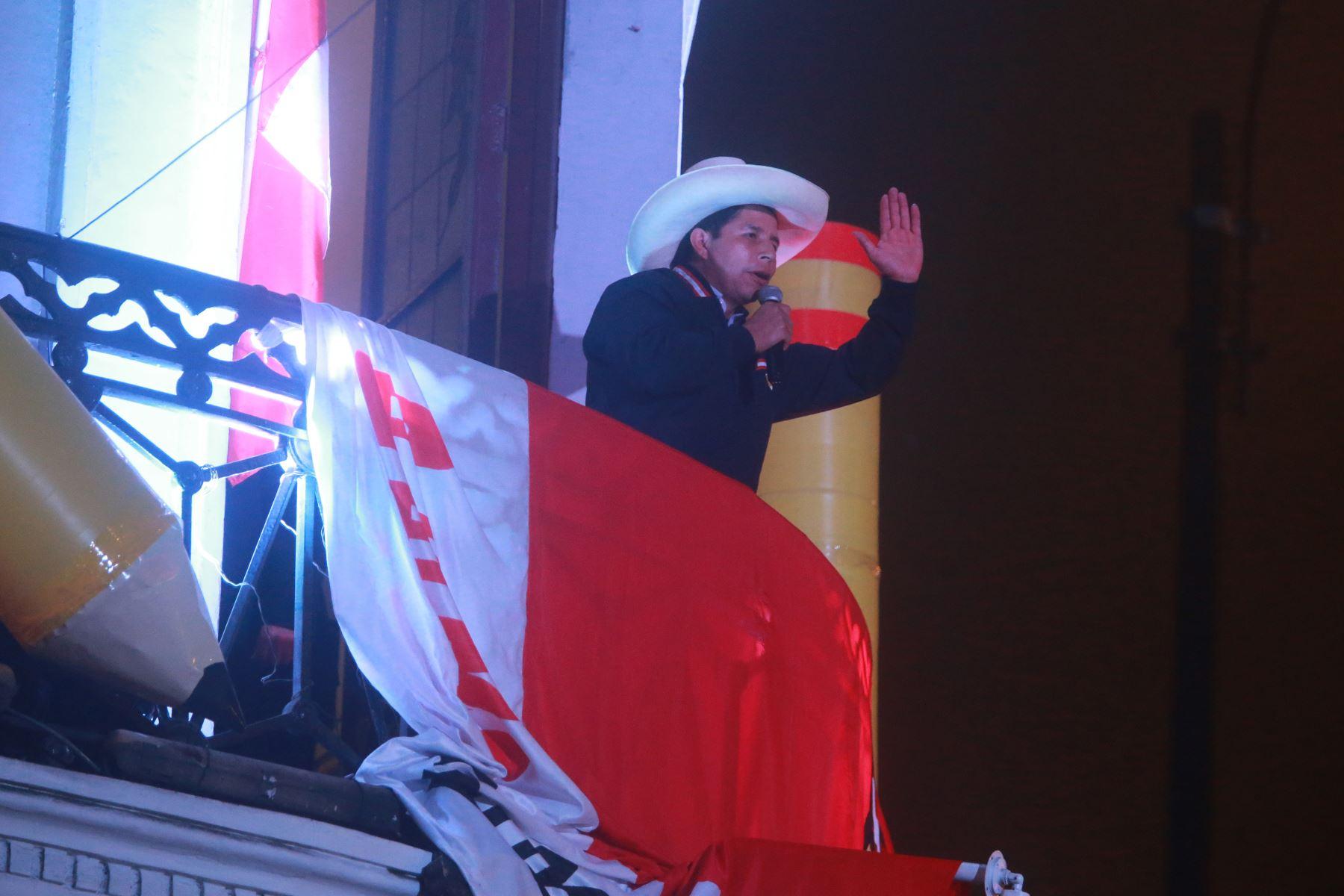Pedro Castillo se dirige a sus simpatizantes en Paseo Colón. Foto: ANDINA/Jhony Laurente