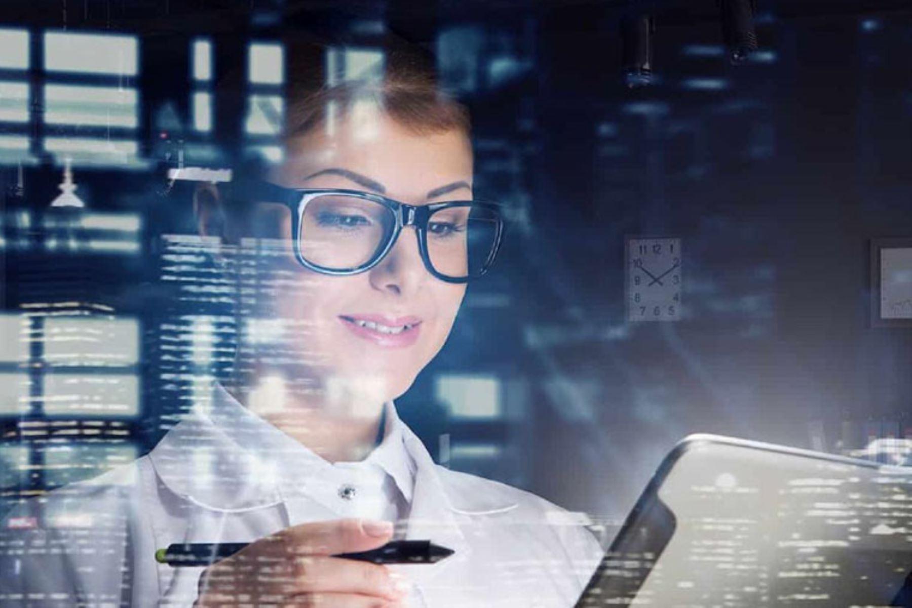 """Este año se busca llegar a 1800 mujeres con los cursos de """"Habilidades Tech: Potenciando Mujeres en la Nube""""."""