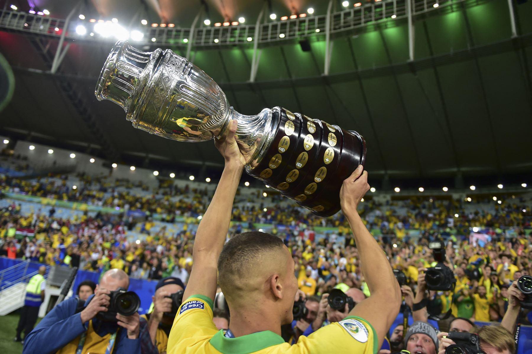 La Copa América rompe fuegos el domingo contra viento y marea