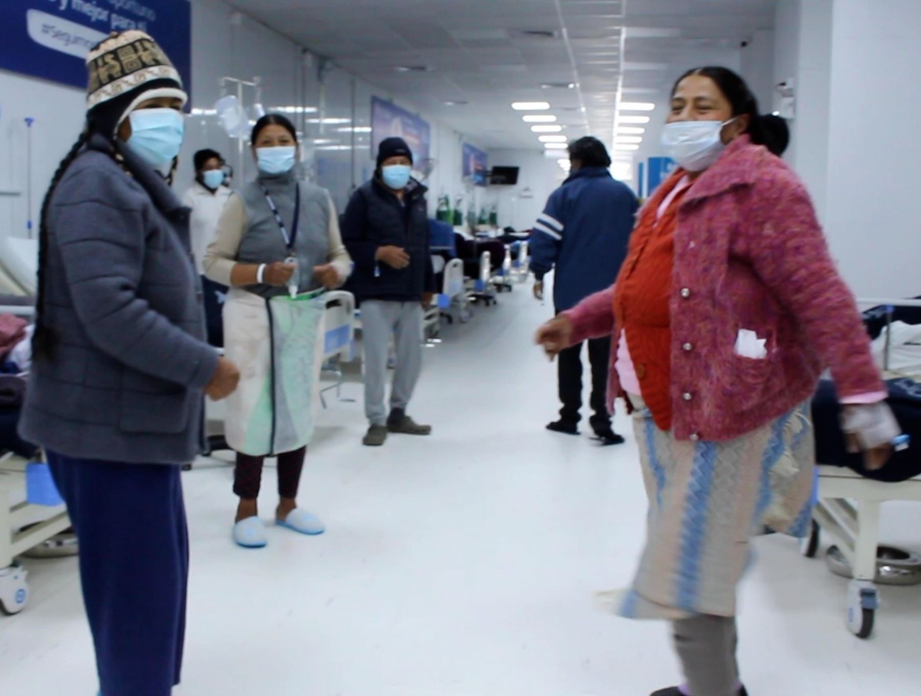 EsSalud Puno incluye a las danzas tradicionales La Diablada y Morenada en programa de bailoterapia dirigido a pacientes covid-19 de esa región.